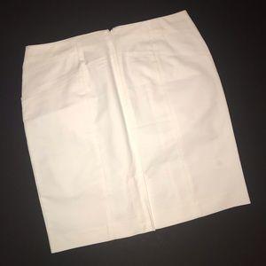 Banana Republic Skirts - White Banana Republic pencil skirt